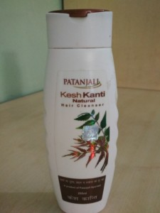 Hi my angels, I am trying to switch to herbal products as much as I can and Patanjali product are becoming popular day by day because of totally chemical free herbal products. So today I have for you the patanjali kesh kanti hair cleanser review.