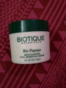 biotique papaya scrub review