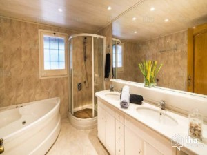 7 Awesome Features Every Master Bathroom Should Have